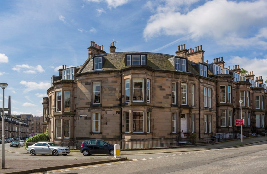 Sitting between central Edinburgh and Haymarket Station, Coates Gardens offers the best of the West End.