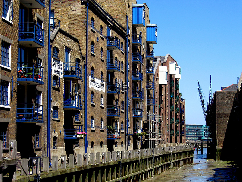 Its iconic wharves and warehouses make Bermondsey's riverside a popular lunchtime spot for city workers.