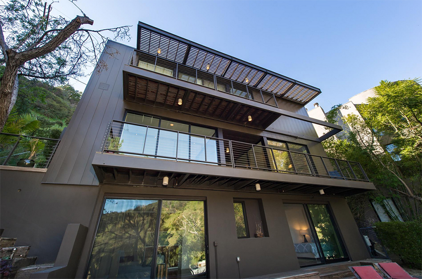 Designed by Marmol Radziner, the property has been deemed eco-friendly.