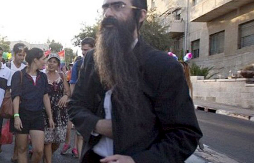 This was the moment before Yishai Shlissel pulled his knife out