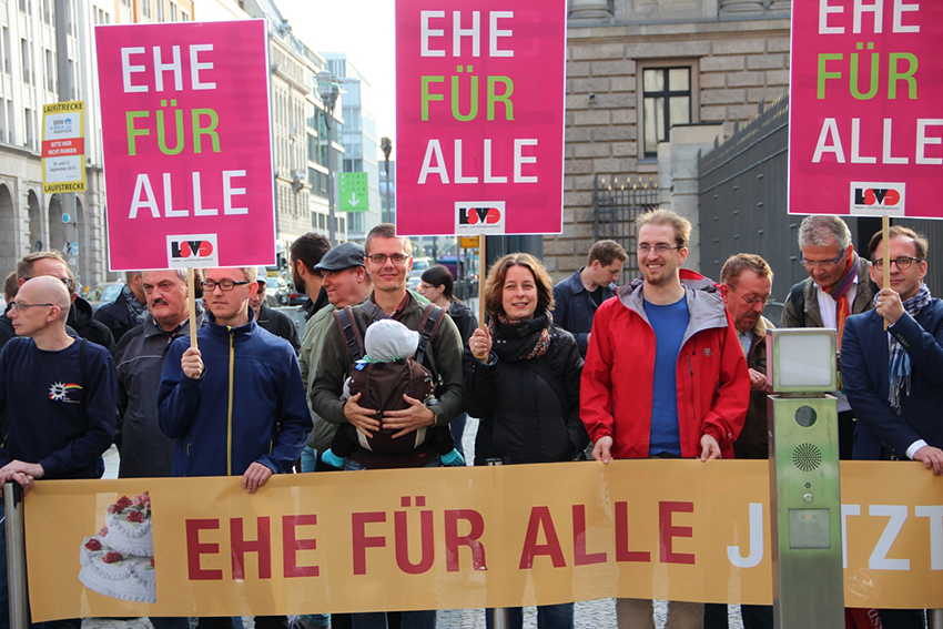 Members of Germany's biggest LGBTI organization staged a protest demanding full marriage equality outside the Federal Assembly building.