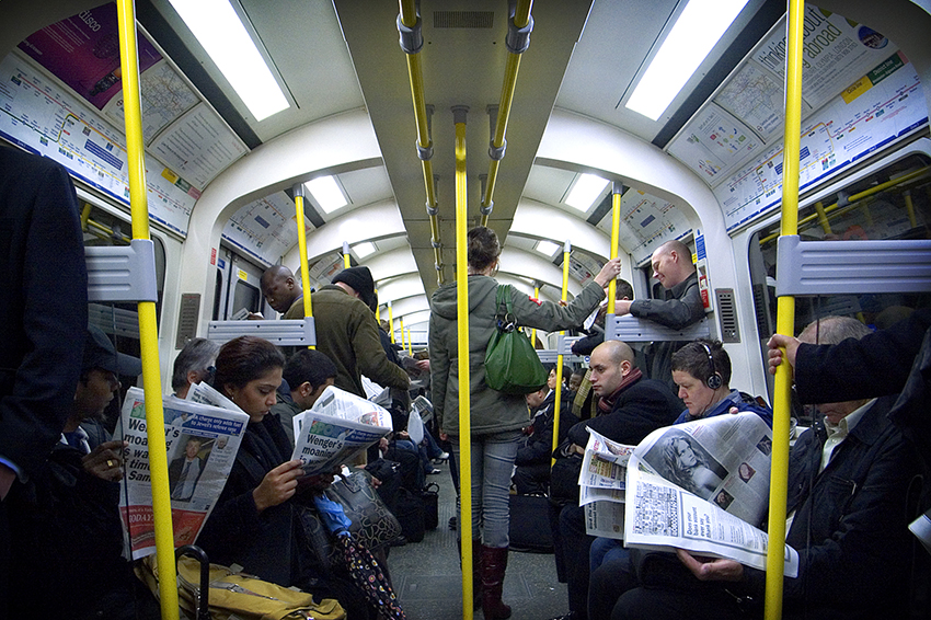 Rule Number One of the London Underground: Don't interact with anyone. | Photo: Flickr / Pedro Figueiredo