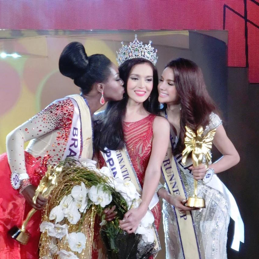 Trixie Maristela from the Philippines flanked by Valesca Dominik Ferraz of Brazil and Sopida Siriwattanukoon of Thailand.