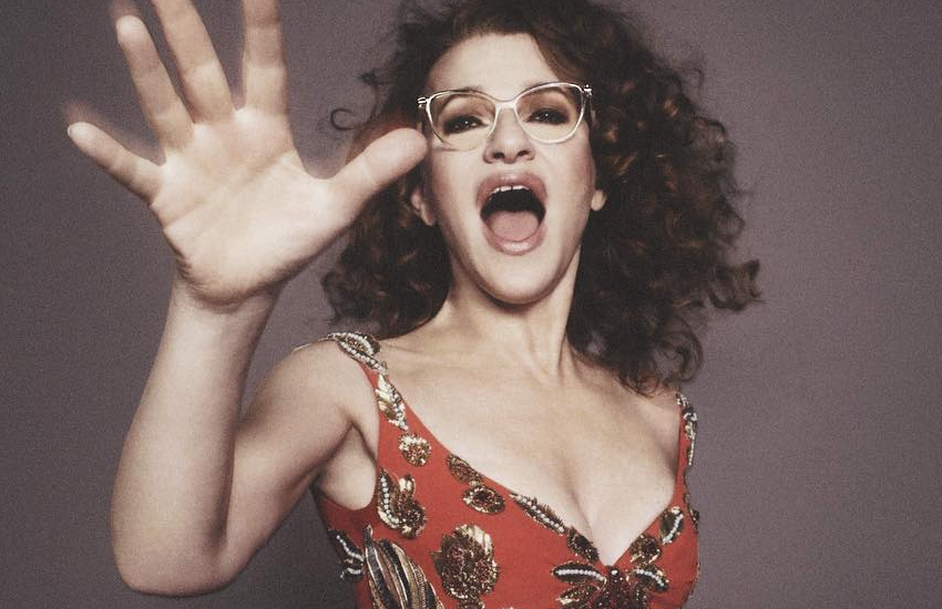 This is what 60-year-old Sandra Bernhard currently looks like (we'll have what she's having)
