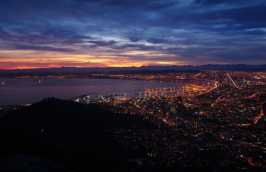 Cape Town, the capital of South Africa, is home to over 987,000 people