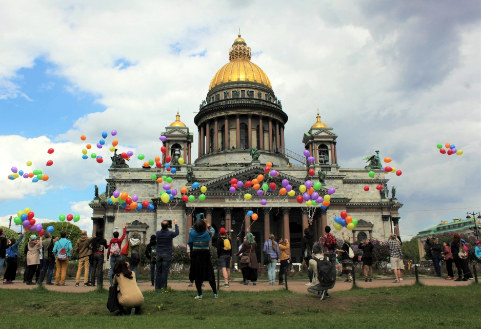 Russians release rainbow balloons in powerful LGBTI rights protest