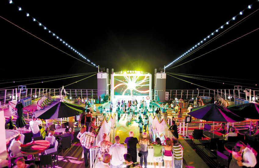 A buzzing night on Norwegian Epic's stunning Spice H20 deck