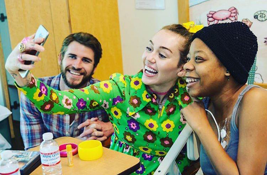 Miley Cyrus and Liam Hemsworth in surprise visit to children's hospital