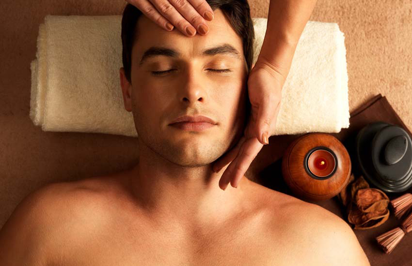The one-hour men's facial at Thai Square Spa