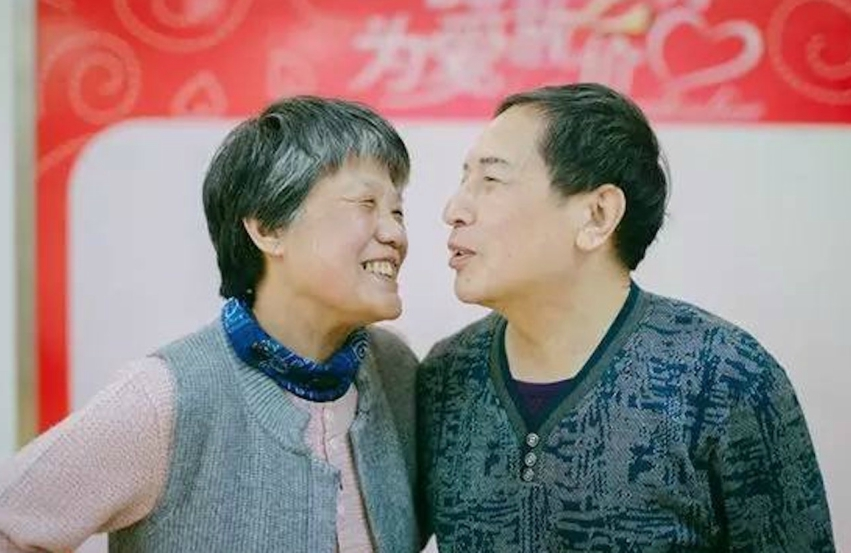 Leng Rui and Xin Yue (R) have been married for 40 years.