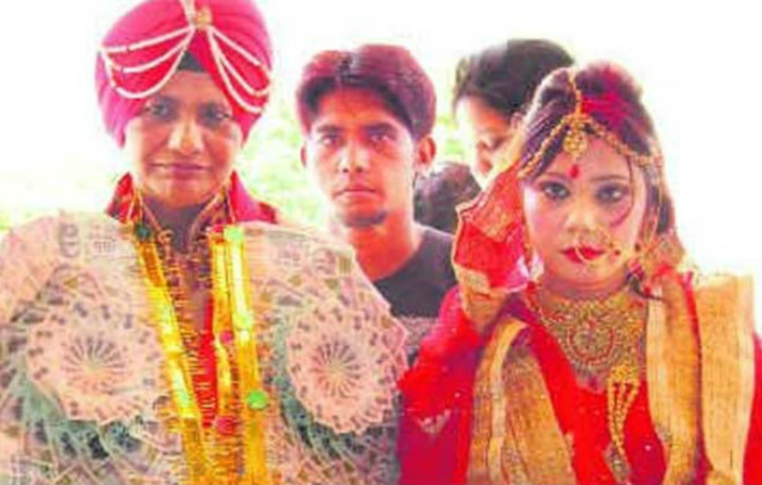 Police Sub Inspector Manjit Kaur (L) marries Pucca Baugh in Punjab. Photo: YouTube