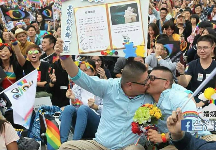 Hsieh Cheng Lung with his fiance. The two made the best marriage proposal video. Photo: Facebook via Hsieh Cheng Lung