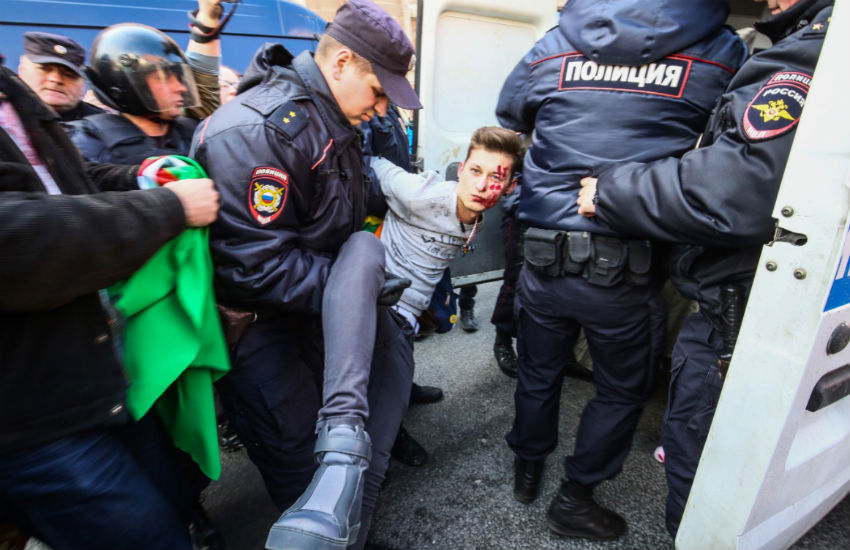 Russian police round up LGBTI protestors