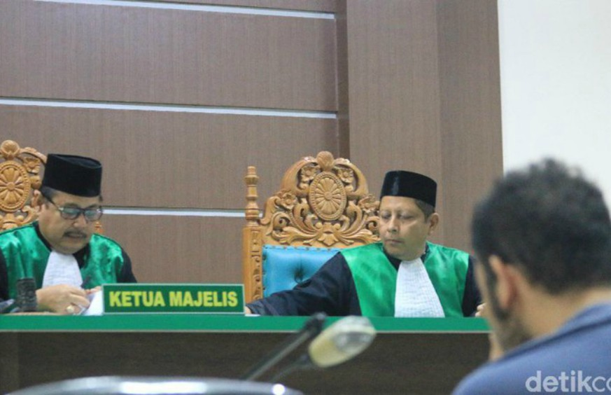 One of the men accused of homosexuality in Aceh as the judge reads his sentence. Photo: Detik.com