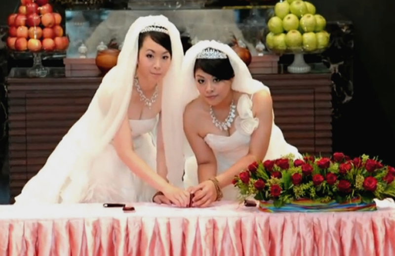 Two women have a Buddhist marriage ceremony in Taiwan in 2012 | Photo: Guy of Taipei/Creative Commons