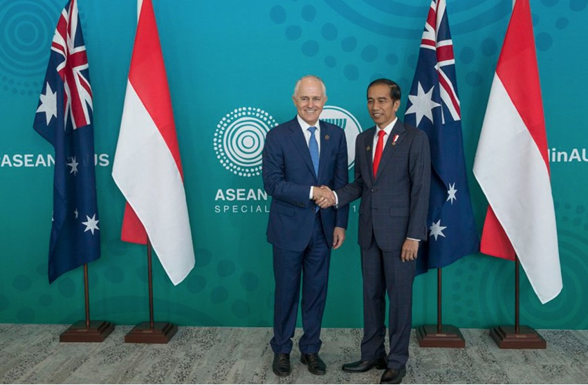Malcolm Turnbull and Joko 'Jokowi' Widodo at the ASEAN-Australia Special Summit shaking hands in front of Indonesian and Australian flags
