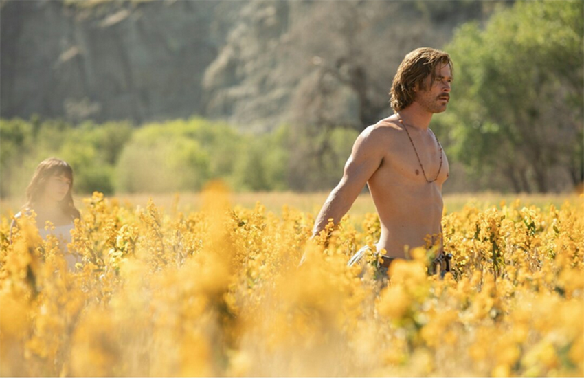 Chris Hemsworth strips off for new movie
