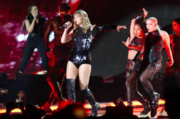 Taylor Swift performing on her Reputation stadium tour (Photo: Wikipedia)