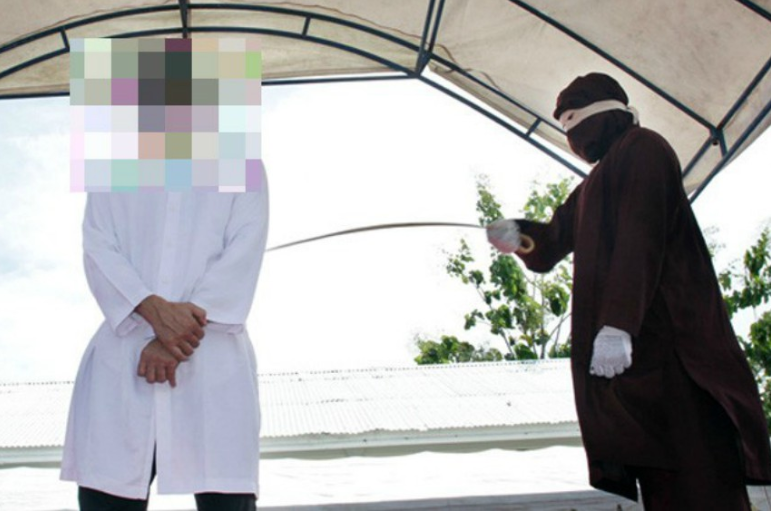 Gay man being flogged in Aceh in 2017