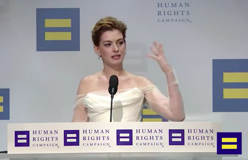 Anne Hathaway attends the HRC National Dinner (Photo: Twitter)