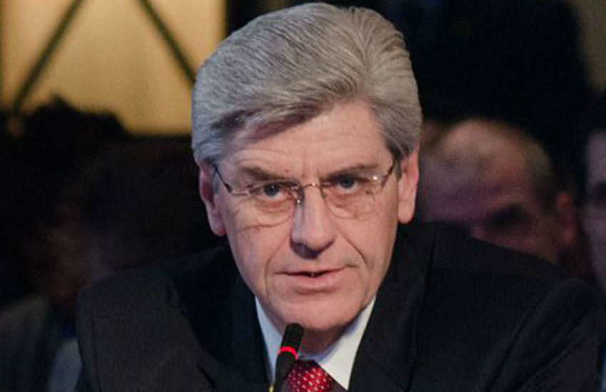 Mississippi Governor Phil Bryant joins 15 other Republican leaders in urging SCOTUS to rule against trans hiring protections