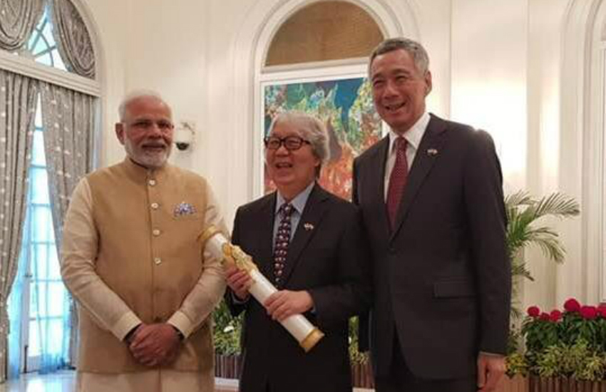 Singapore diplomat Tommy Koh (middle) with Narendra Modi (left) and Lee Hsien Loong (right) (Photo: Facebook)