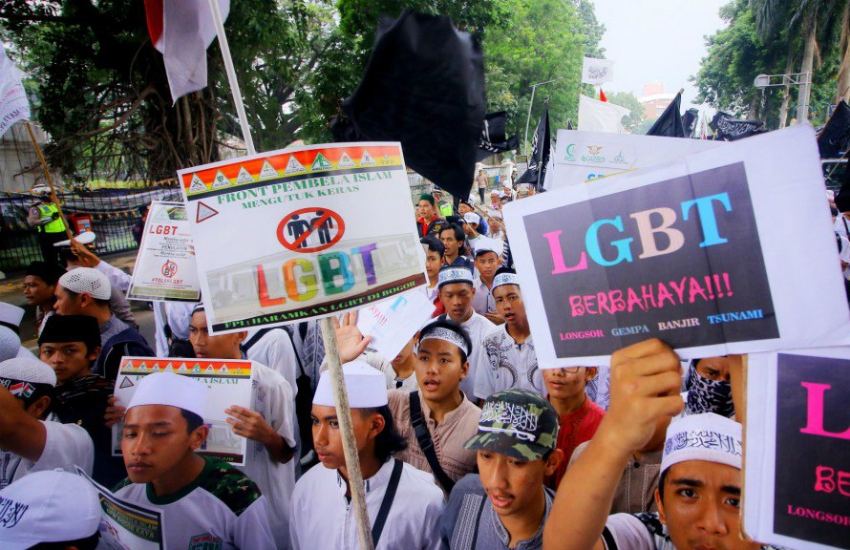 Bogor residents protest they city's LGBT residents (Photo: Twitter)