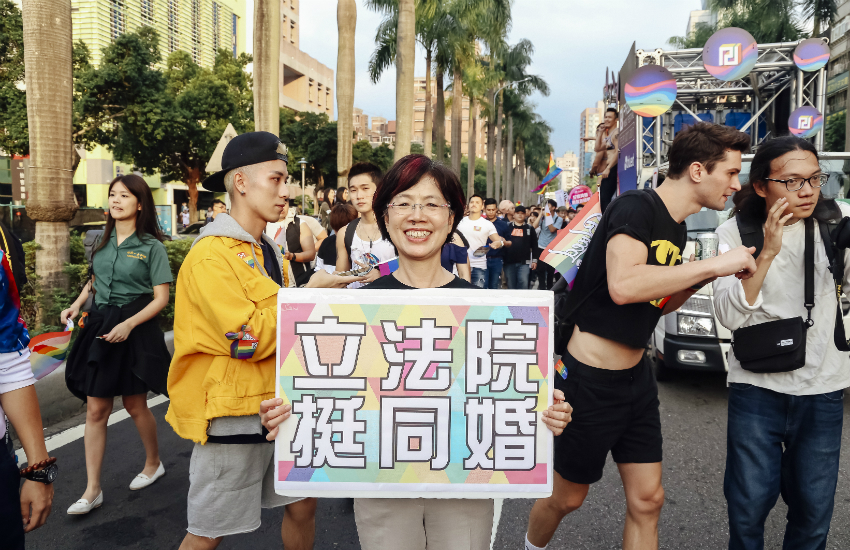 Yu Mei-Nu holds a sign at Taipei Pride (Photo: Provided)