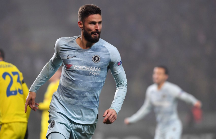 Olivier Giroud on the pitch running