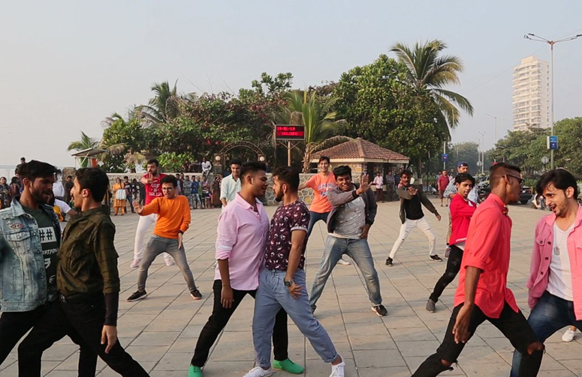 An LGBTI flashmob in Mumbai, India (Photo: Twitter)