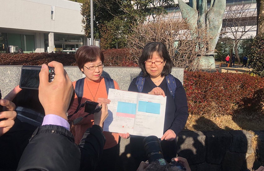 One of the couples suing Japan's government (Photo: Twitter)