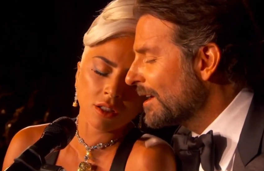 Lady Gaga and Bradley Cooper singing Shallow at the Oscars.