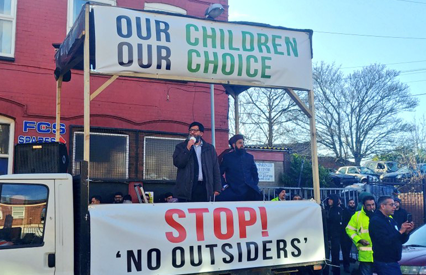 Anti LGBTI lessons protestors outside Parkfield School (Photo: Twitter) court