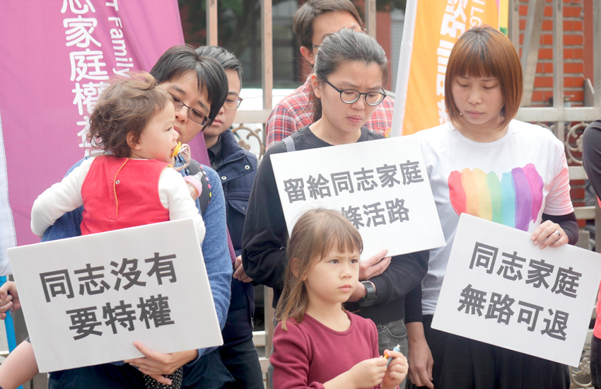 Families protest outside the Legislative Yuan in Taiwan (Photo: Provided)