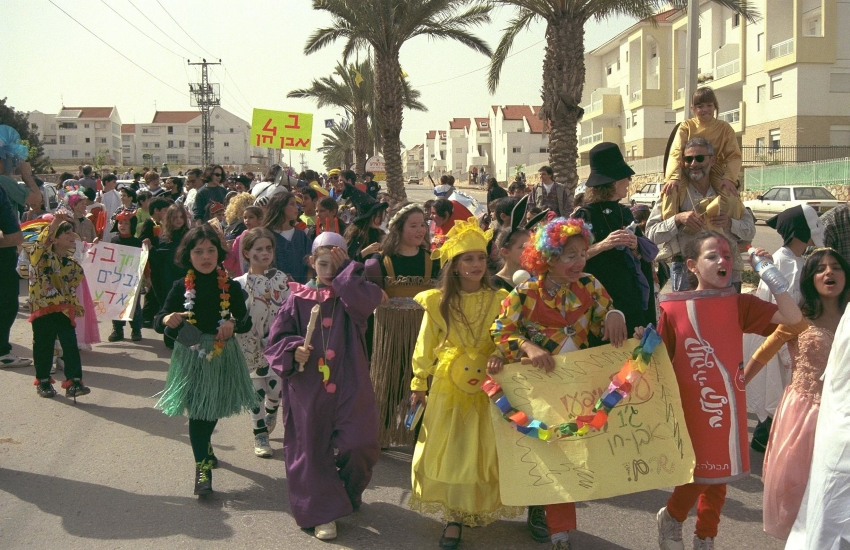 Children participating in a Purim parade show off their costumes. (Photo from Wikimedia Commons)