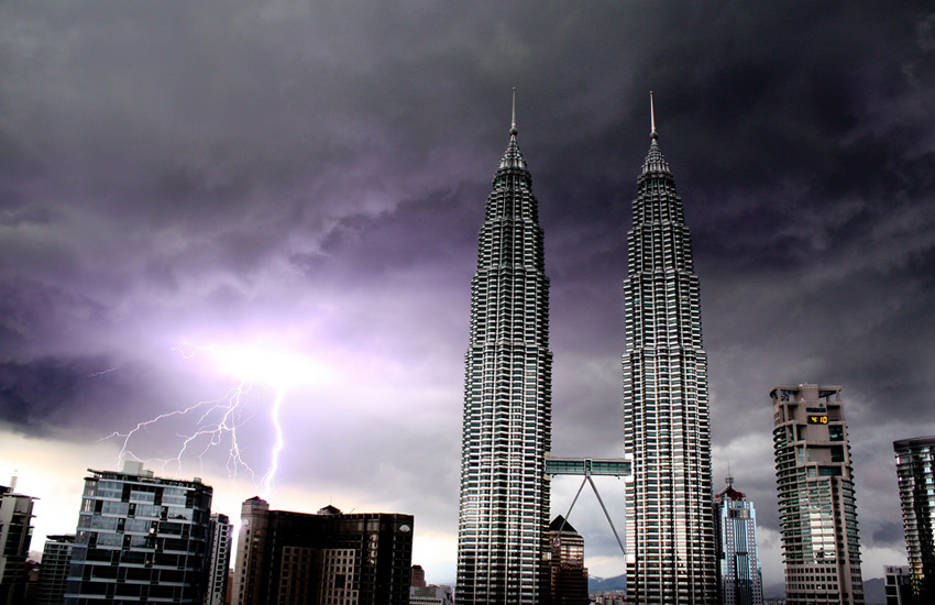 Bad weather in Malaysian capital Kuala Lumpur (Photo: Andy Mitchell / Flickr)