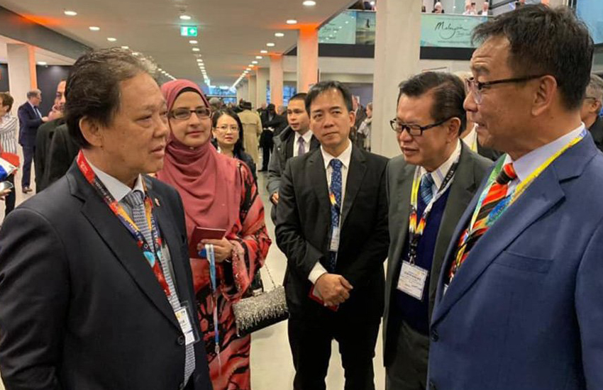 Malaysia's tourism minister (left) attends a tourism fair in Berlin (Photo: Facebook)