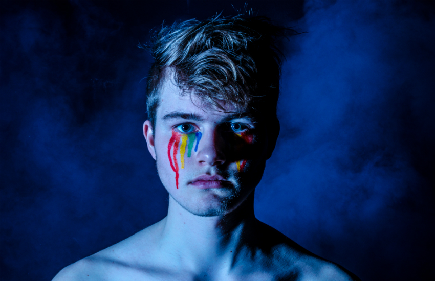 growing up with grindr learn lessons christian-sterk-218727-unsplash