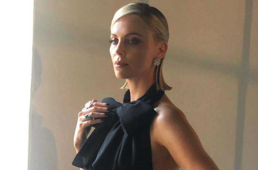 Charlize Theron dressed up for the golden globes
