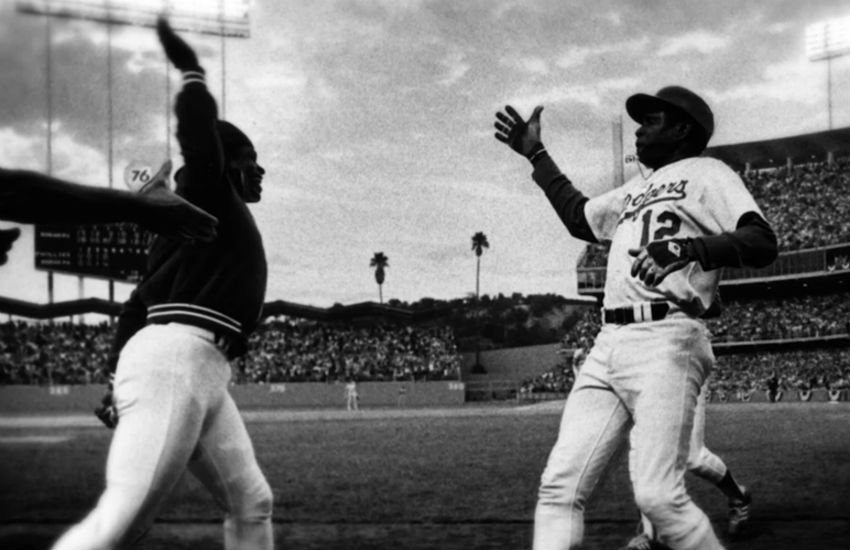 Glenn Burke doing the first ever high five with Dusty Baker