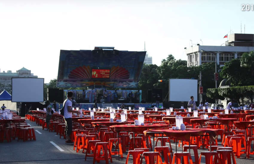 Equal marriage activists held a banquet outside the Presidential Office in 2013 (Photo: YouTube)
