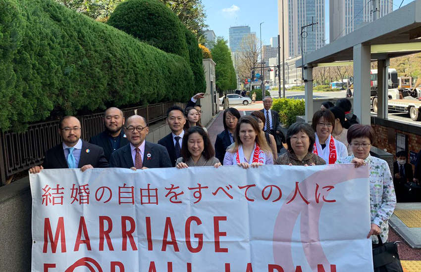 Plaintiffs in Japan's landmark equal marriage case attend court in Tokyo (Photo: Twitter)