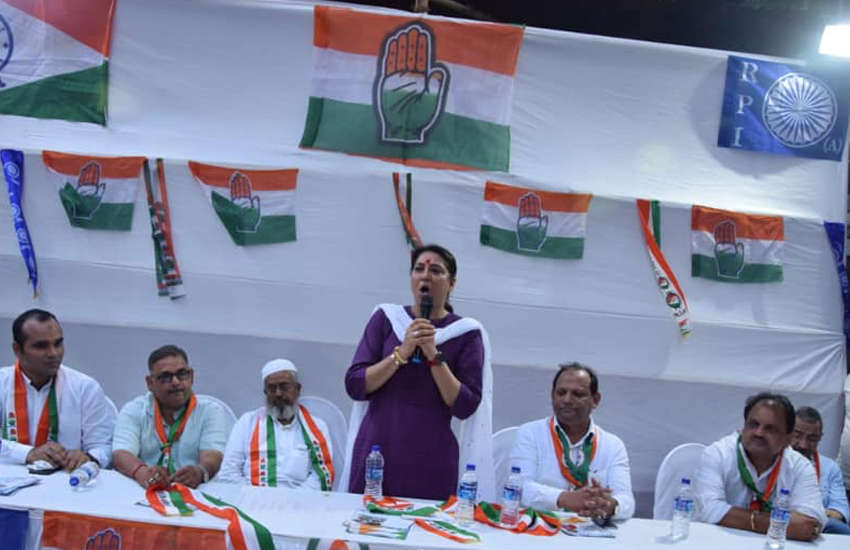 Priya Dutt (standing in purple) of the Indian National Congress (Photo: Facebook)