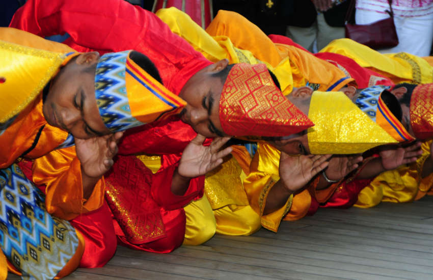 Indoensian dancers brutally beaten