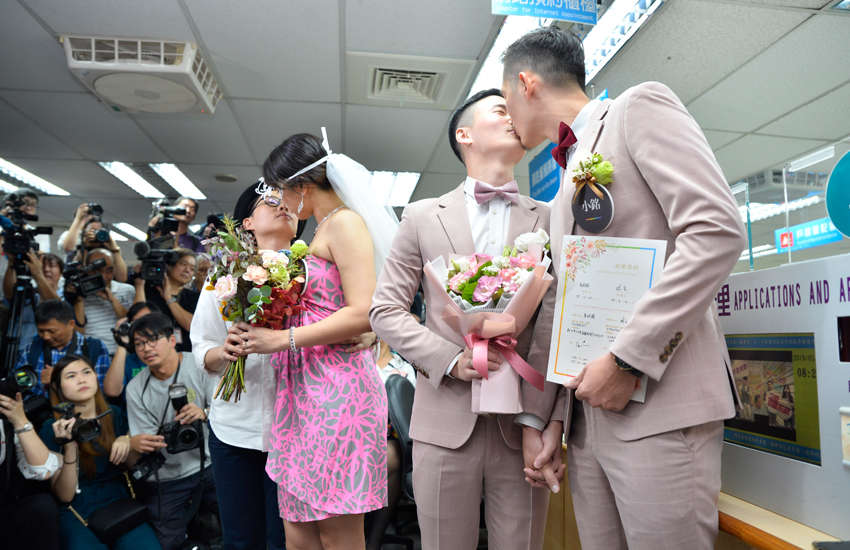 LiYing Chien and Cynical and Shane Lin and Marc Yuan were two of the first couples to get married in Taiwan on Friday (Photo: Provided)