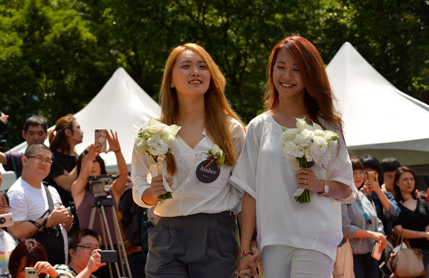 Youtubers Amber and Huan walk down the aisle after officially getting married (Photo: Provided)