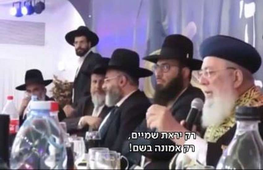 Sephardi Chief Rabbi of Jerusalem Shlomo Amar, (right) during the sermon in Ashdod | Screen grab: Kan public broadcaster