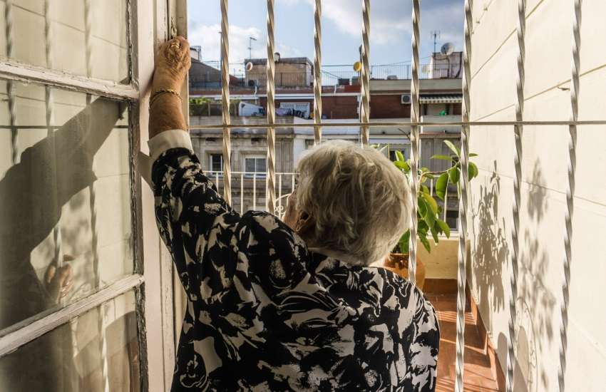 Grandma | Picture: Guille Alvarez / UnSplash